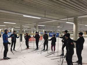 Skidlektion med Ebeco med kunder i Skidome 29 nov 2016. Instruktör.