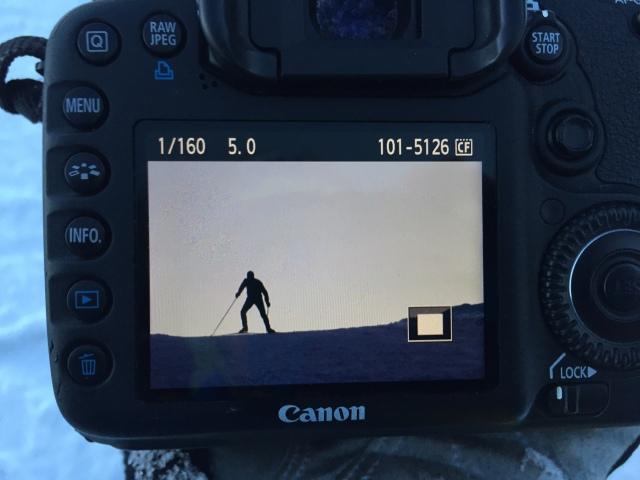 Mitt i stakpasset tog jag en kvarts paus för att ligga i snön. Försöket att skjuta en bra siluettbild gick ok med mina mått mätt.