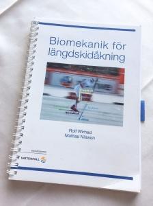 Biomekanik för längdskidåkning av Rolf Wirhed och Mattias Nilsson. Utgiven av Svenska skidförbundet 2015.