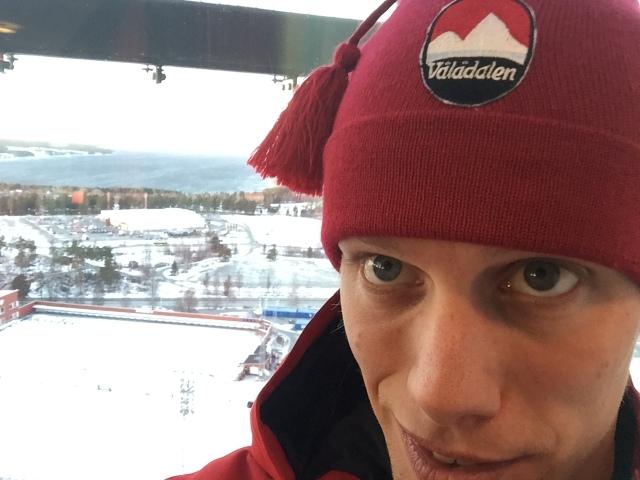 Jag köpte en snygg och varm mössa i Vålådalen. Här i toppen av Arctura, där man ser långt.