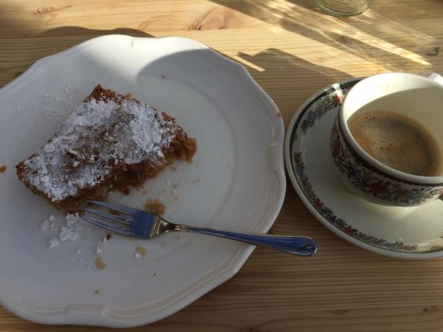 Man äter inte lunch i backen i Schladming utan att runda av med kaffe och apfelstrudel
