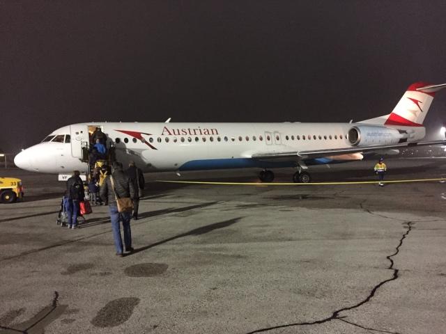 Jag flög i en Fokker 100 mellan Salzburg och Frankfurt. Austrian Airlines har en ganska spretig flotta. 11 st Boeing (enbart 777:or och 767:or, inte en enda 737:a), 31 st Airbus, 18 st Bombardier, 10 st Embraer och 10 st Fokker.