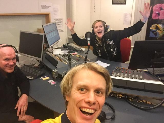 Radiointervju i P4 Sjuhärad. Håkan Axelsson och jag i sportpanelen.