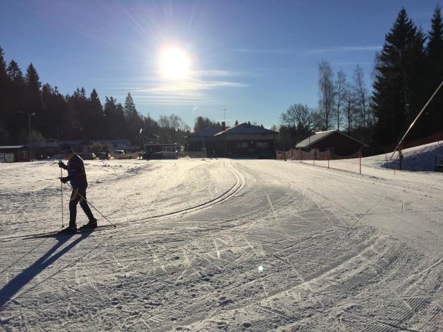 Hestrastugan, en annan av Borås tre konstsnöanläggningar, bjöd också på hyfsade förutsättningar igår för skidinstruktioner