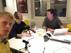 Coltings nakna sanning spelades denna vecka in i Elfsborgsrummet på Brainforest. I bakgrunden pod-Niklas Johansson och Jonas Colting.