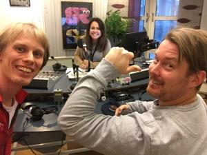 """Jag, Sarit Monastyrski och Fredrik """"Bella"""" Berglund i radiostudion för Sportpanelen i """"Eftermiddag i P4 Sjuhärad"""""""