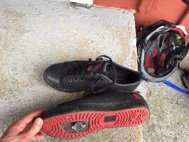 Mina pendlingsskor. Sneakers med spe-fäste. Märket Chrome. Jag gillar inte att cykla utan att sitta fast i pedalerna.