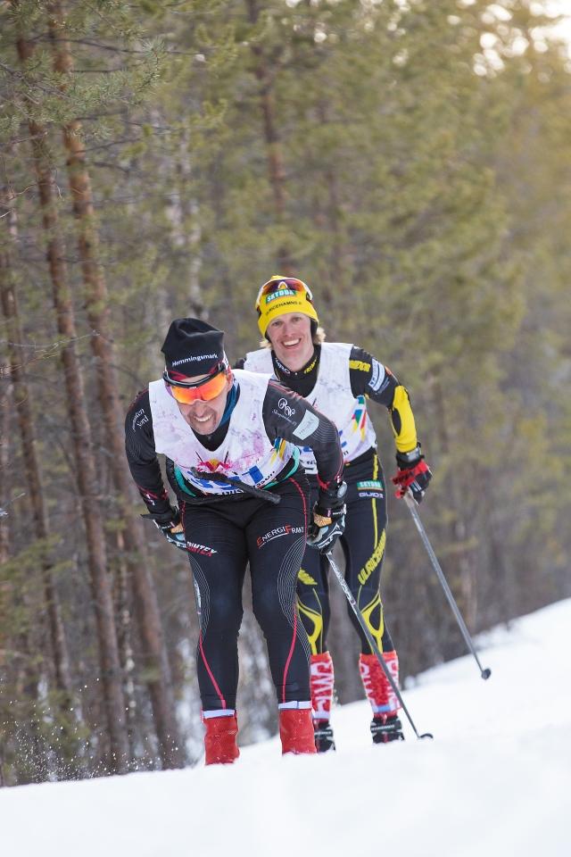 Tommy Gustafsson före Erik Wickström efter ca 20 mil i Nordenskiöldsloppet 2017. Foto: Jonas Vannar.