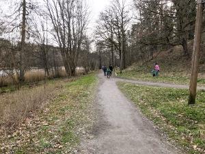 Grusstigen/grusvägen runt Byttorpssjön. Fin sträcka för flacka intervaller på knappt 2 km. Ligger ca 1,5 km från där vi bor i Lundaskog.