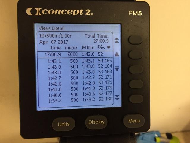 10 st 500 m-intervaller på SkiErg. PM5 väggmonterad. Motstånd 8. De två första tiderna syns inte (1:43,3-1:43,0). Pulsen till höger avser hjärtfrekvensen vid slutet av respektive intervall, inte snittet.