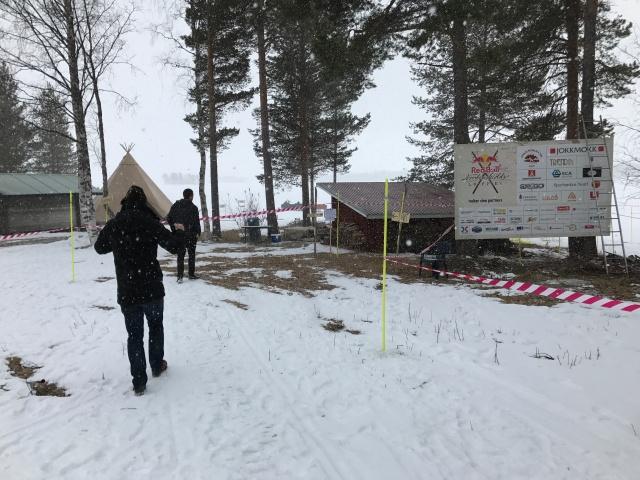 Det ett kort besök vid starten, som ligger 2 mil skidväg för Jokkmokk. Målet är i Jokkmokk och hotellet vi bor på ligger 300 meter från mål.