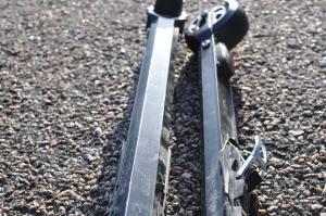 Rollersafe, rullskidor med broms. Formen på aluminiumstommen på undersidan.