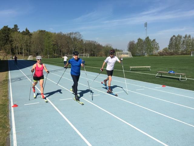 Rullskidsundervisning på Bosöns 100 m-bana vid Endurance PT-utbildningen.
