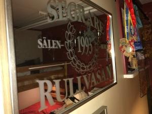 Staffan Larsson vann Rullvasan 1993. Inte alla som har en sådan spegel.
