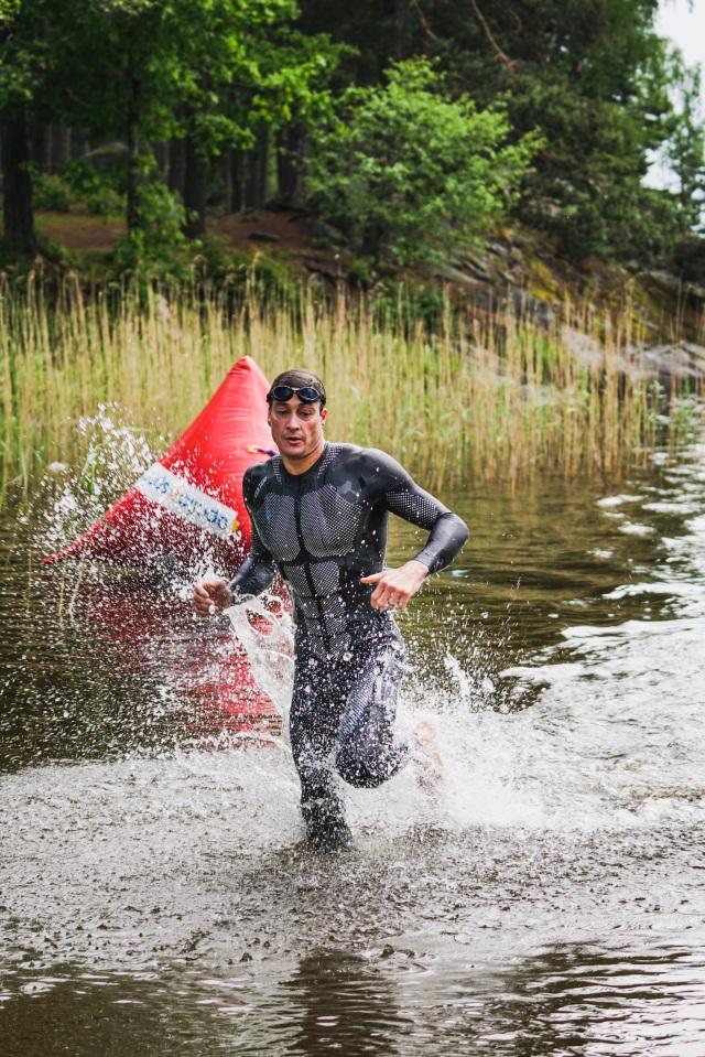 Upp ur vattnet. Foto: Love Ljungström.