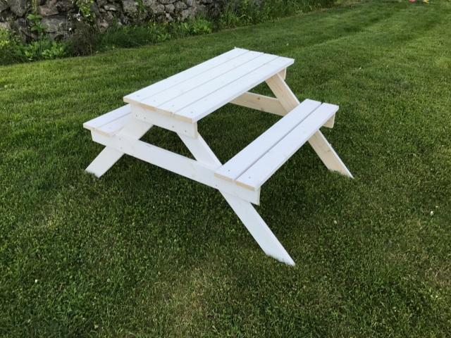 Färdig picknickbänk för barn