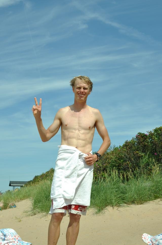 Många bad blir det. Men att bada på stranden gör jag enbart för barnens skull. Jag avskyr sand mellan tårna.