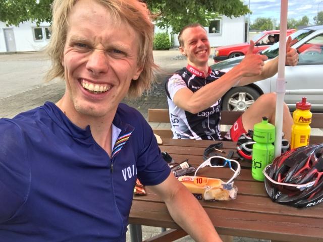 Martin Josefsson och jag i Ätran. Första fikastoppet under 2017 års 21-mila-tur.