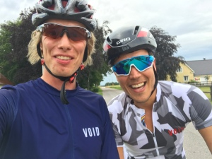 Rickard Bergengren och jag utanför Veinge under 21-mila-turen 2017