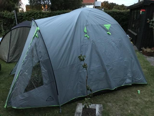 Inte Sveriges bästa tält, men det funkade fint. Annars är min största tältmerit att jag delat taxi med Hillebergs vd en gång i Åre.