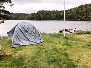 Tältet vid Såken på väg att rivas i morse