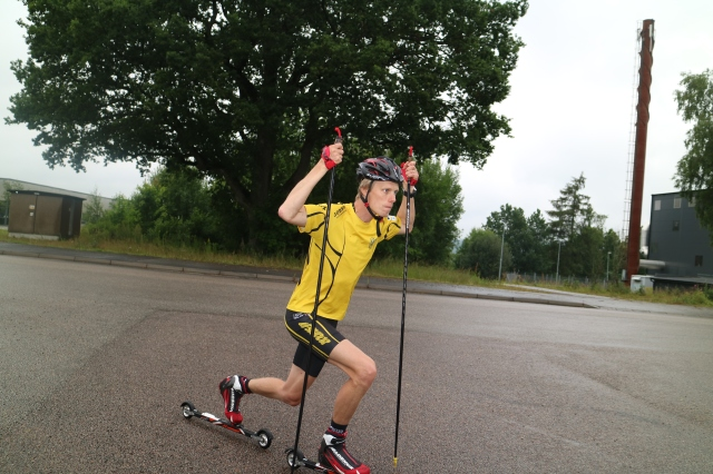 Rullskidor skejt i Ulricehamns IF:s kläder på Viared 9 aug 2017. Foto: Mikael Ragneheim.