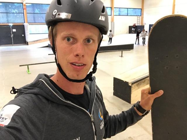Lundby skatepark inomhus. Det blev mest kickbike igår, men även en del skateboard. Jag är dock för feg för att göra något vettigt där inne, utan åker mest omkring.
