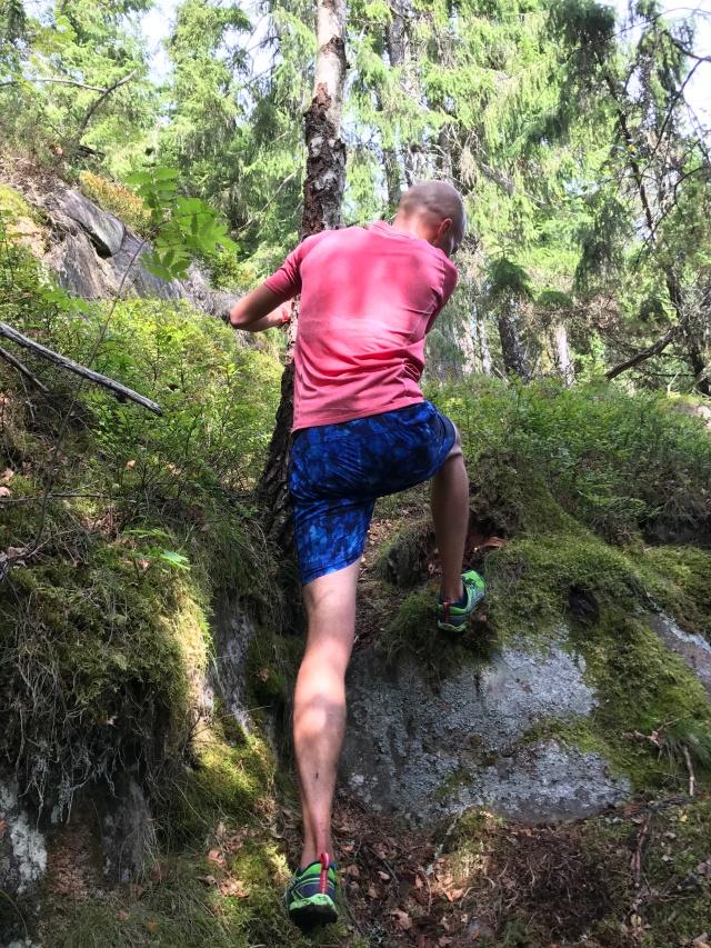 En del passager var svåra att springa förbi. Här får Mattias Skoog gå/klättra några steg.