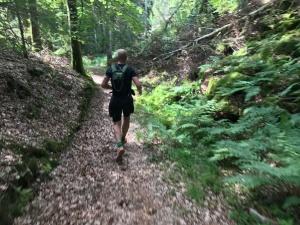 Patrik Boman springer bra på stig