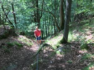 Backen upp till Kråkebo Berg var av det styvare slaget. 90 höjdmer på 250 meter. Tur det fanns ett rep.