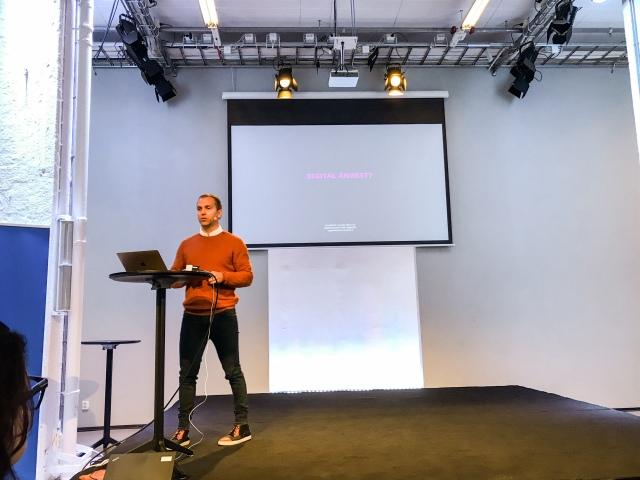 Peter Häggström in action om digital ångest. Det kan vara lätt att känna det. Alltså att möjligheterna är så oändliga att det skapar ångest.