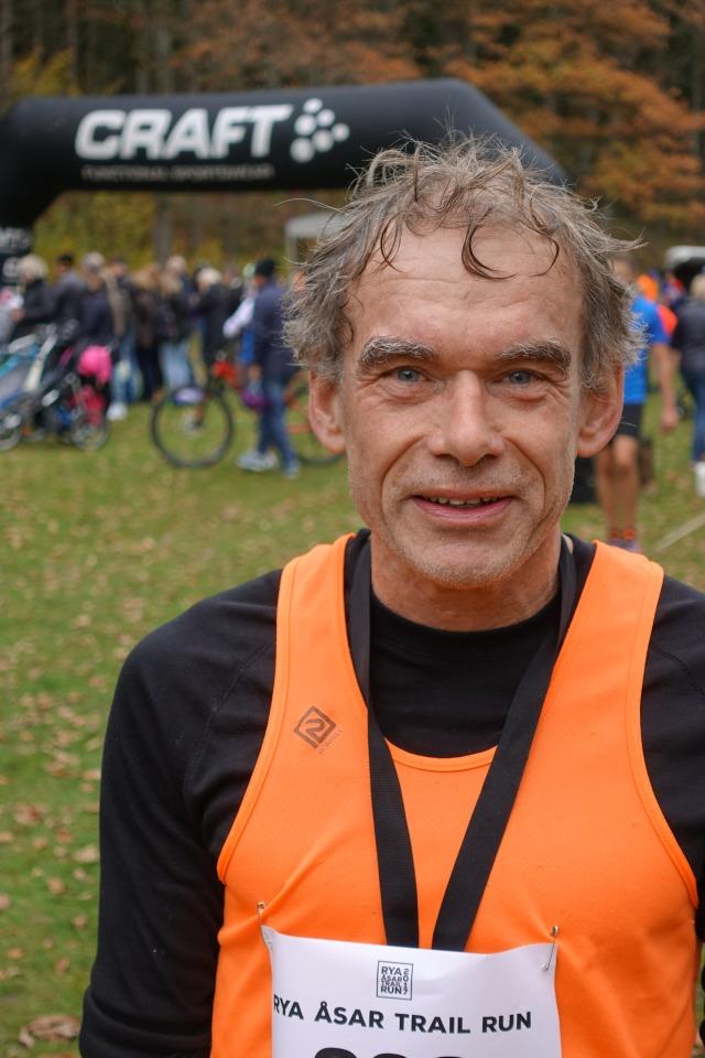 Lars Andervang. Satan i gatan vilken legend. 5:a på Stockholm marathon och 2.16 som pers på maran. Idag 11:a som 54-åring.