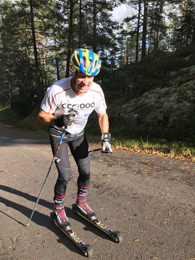 Håkan Sanddahl krigar på uppför Tossebergsklätten