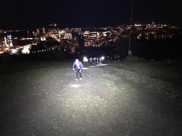 Härliga skidgångskämpar med pannlampa i Hammarbybacken igår