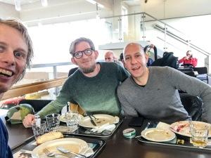 Erik Wickström, Peder Hallberg och Niklas Ivarsson på Syskonen Anderssons restaurang vid Toveks Bil