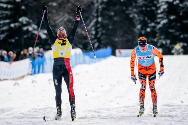 Toblach-Cortina 2017. Tord Asle Gjerdalen slår än en gång Petter Eliassen i spurten. Foto: Magnus Östh.