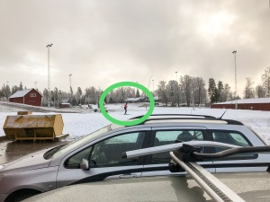 Lassalyckan Ulricehamn igår. Jag åkte lite med den inringade personen på bilden, som i princip enbart skejtar som skidträning.