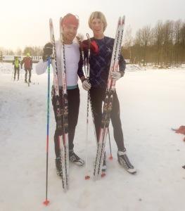 Rickard Bergengren och jag efter avslutade supertrösklar på Borås skidstadion. Gemensamma nämnare var pannband, Madshus skejtskidor och endast Craft-underställ på överkroppen.