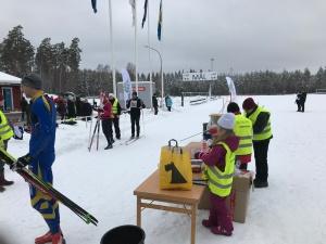Rallarloppet är ett jordnära arrangemang. I år med start och mål på Bottnaryds idrottsplats.