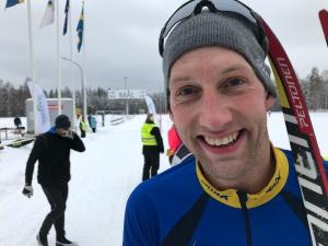 Kristian Olofsson blir bättre och bättre för varje år. När jag gav honom en staklektion förra vintern såg det bra ut, men jag trodde nog inte att han skulle bli 302:a i Vasaloppet i år. Killen har f ö floppat drygt 2 meter.