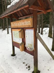 Sjuhäradsleden infotavla vid Toarp utanför Dalsjöfors.