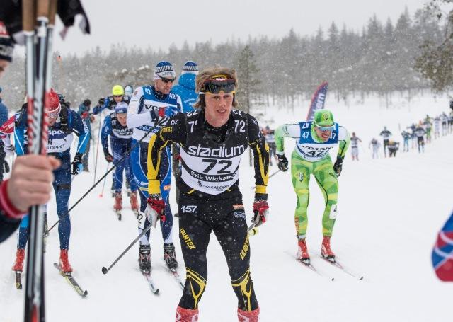 Vasaloppet 2018. Till höger Robert Eriksson. Bakom mig Peo Svahn. Till vänster SVTs åkande reporter Daniel Svensson. Foto: Johan Valkonen.