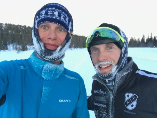 Oscar Bergenholtz och jag efter 1 h 22 min trevlig åkning. Han klassiskt, jag skejt. Det var -14,5 grader när vi slutade passet. Det var nog nedåt -20 då vi startade kl 05.30.