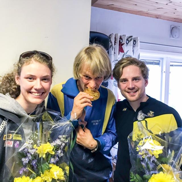 OS-guldet vägde tungt. Faktiskt första gången jag hållit i en OS-medalj, trots alla intervjuer med storskidåkare.