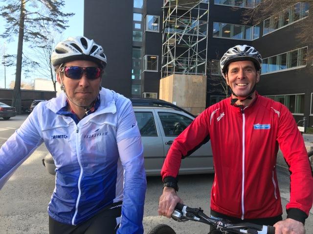 Mattias Svahn och Staffan Larsson hade med sig egna cyklar. Jag lånade. Är någon förvånad över att Staffan hade en 26-tummare?
