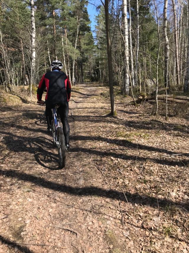 Trevlig cykling i Ursvik. Rekommenderas för MTB-träning.