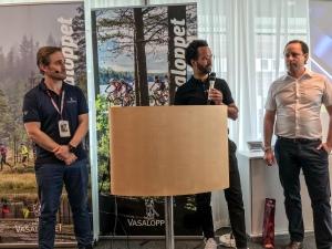 Vasaloppets Jon Svensson (t v) med två från IBM