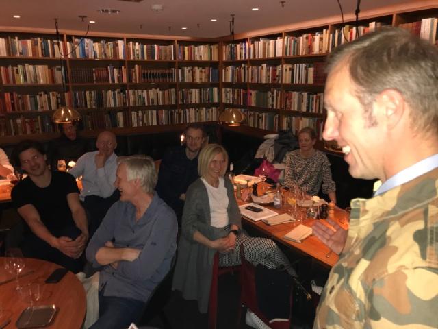 CCC1000-avslutning på Mornington Hotel. Vi var ca 25 st och alla deltagare fick diplom som Fredrik Erixon delade ut.