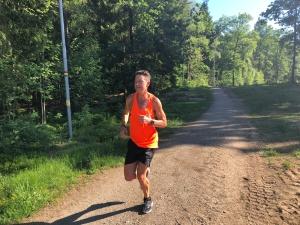 Jonas Colting mitt i steget vid Borås skidstadion. Jonas har kutat Lidingöloppet på 1.48. Det är bra. 4 min bättre än mig.