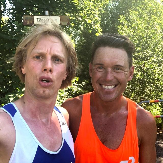 Jonas Colting och jag efter nästan 24 km löpning förbi bl a Almenäs, Kypegården och Borås skidstadion.